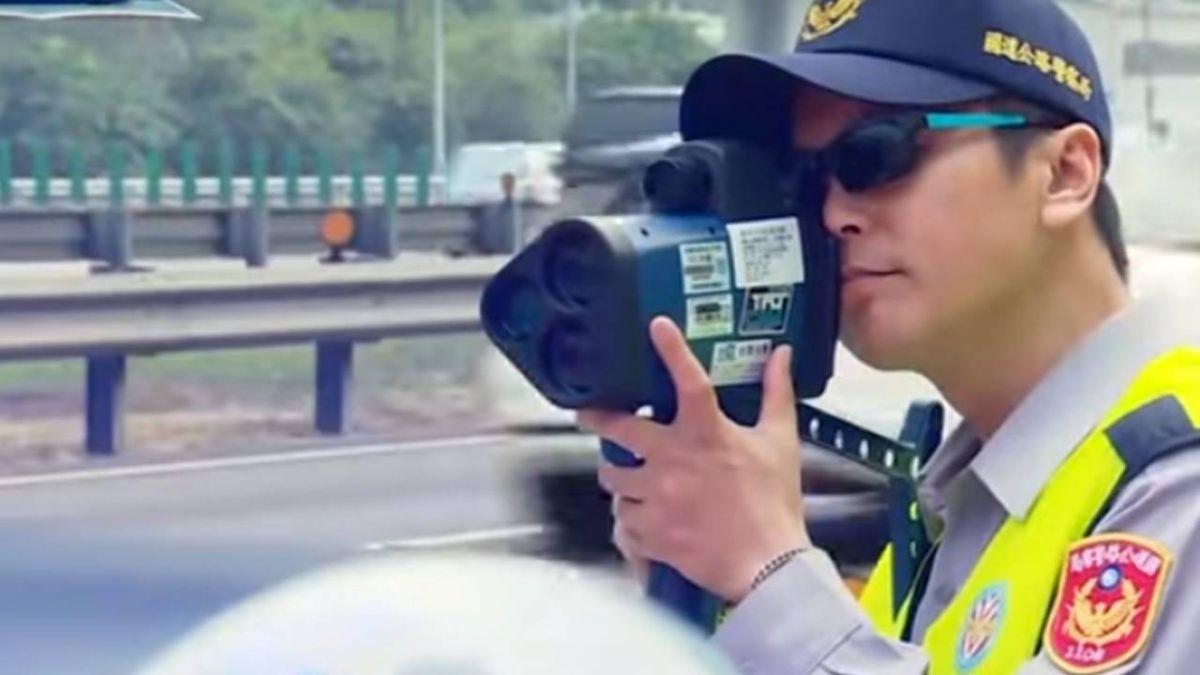 國道警科技利器!雷射測速槍一秒揪出超速車
