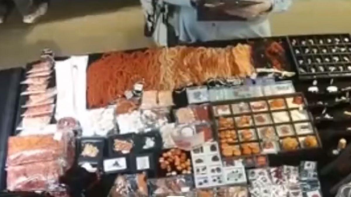 偷天換日!建國玉市女賊「快手」偷珊瑚放皮夾