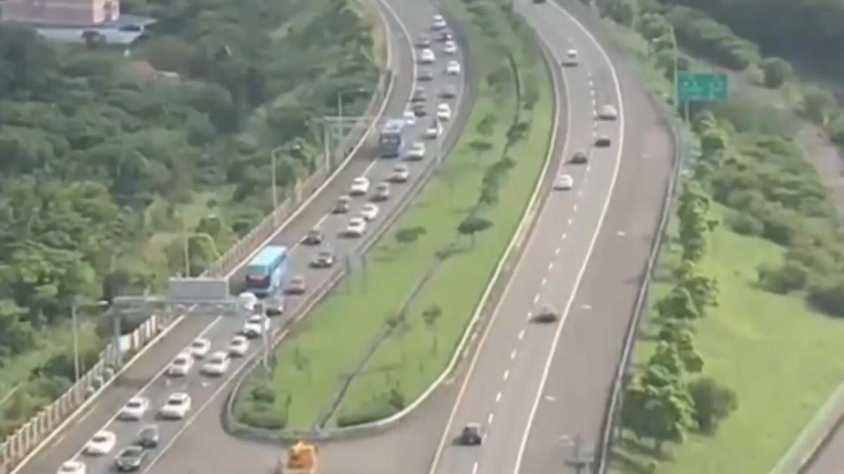 塞!南迴出動警力疏導 民眾:車比過年還多