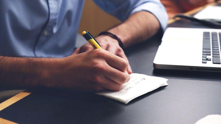 好工作難找?五大撇步細看職缺 履歷精準寄送百發百中