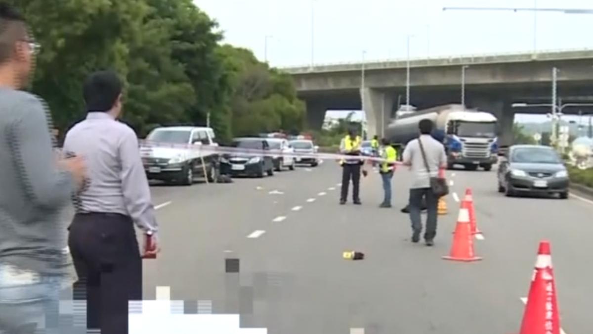 拖板車下國道撞機車 女騎士慘遭輾斃