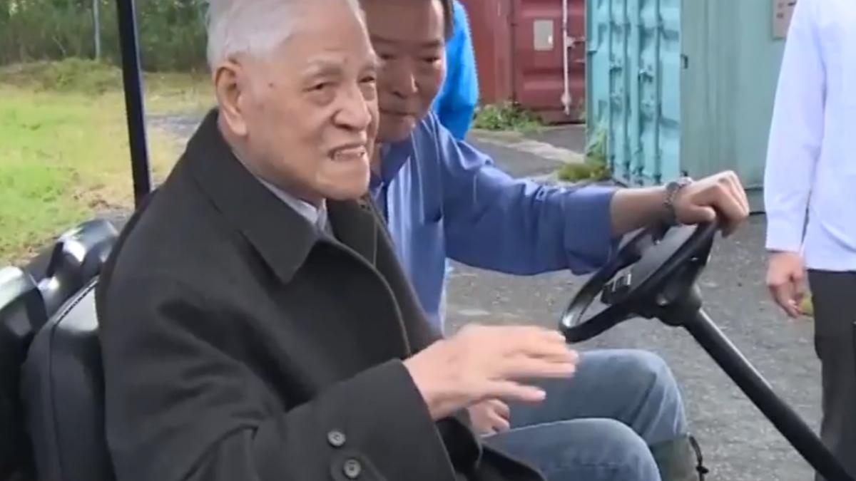 前總統李登輝視察愛牛 「台灣和牛」預計月底發表!