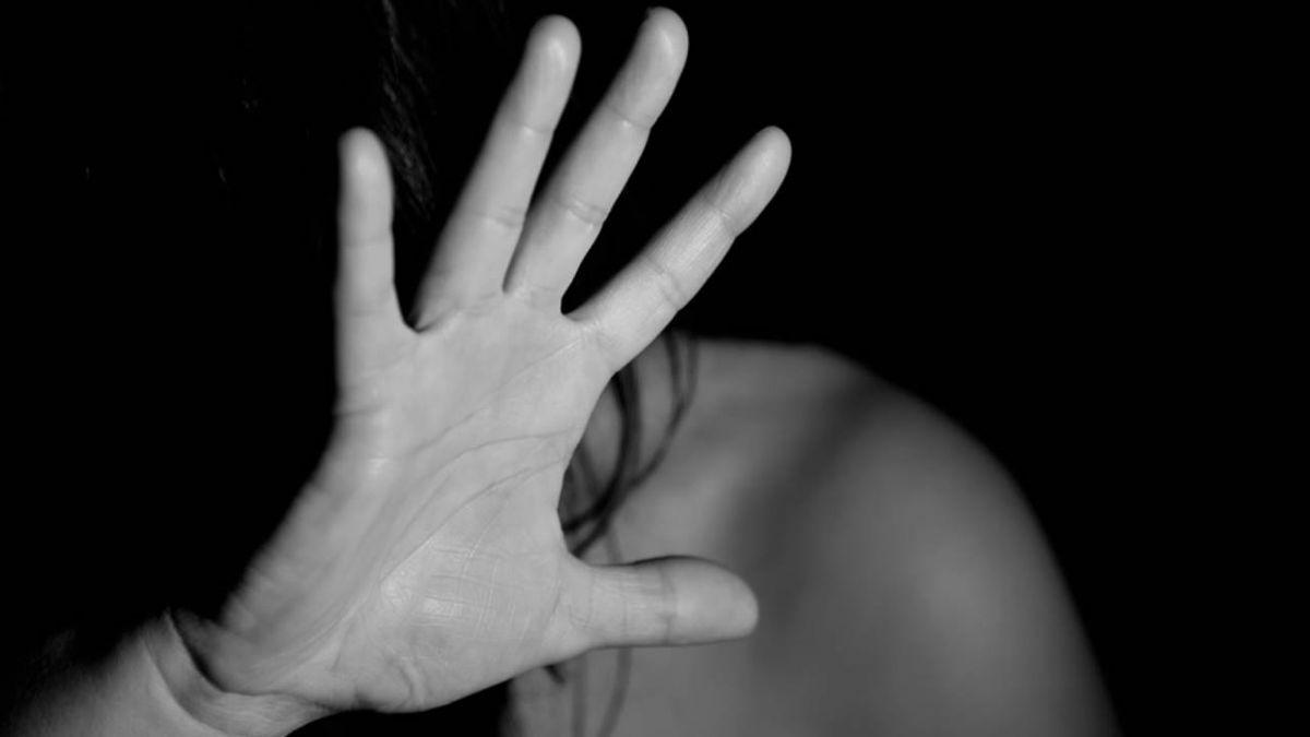 不滿被甩...恐怖情人硬上女友拍裸照 嗆「讓妳點閱破萬」