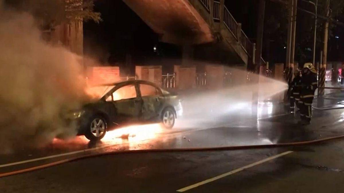 爭吵後負氣離家!男車上燒碳輕生 母見遺體哭斷腸