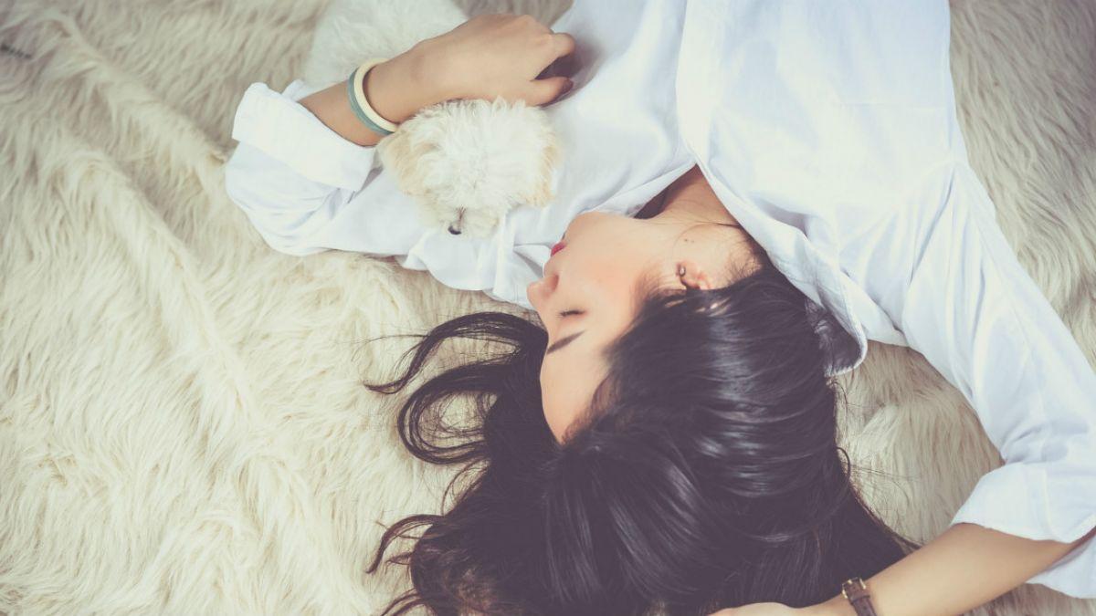 老公這次床戰好持久 裸睡人妻睜開眼驚見「陌生人壓在身上」
