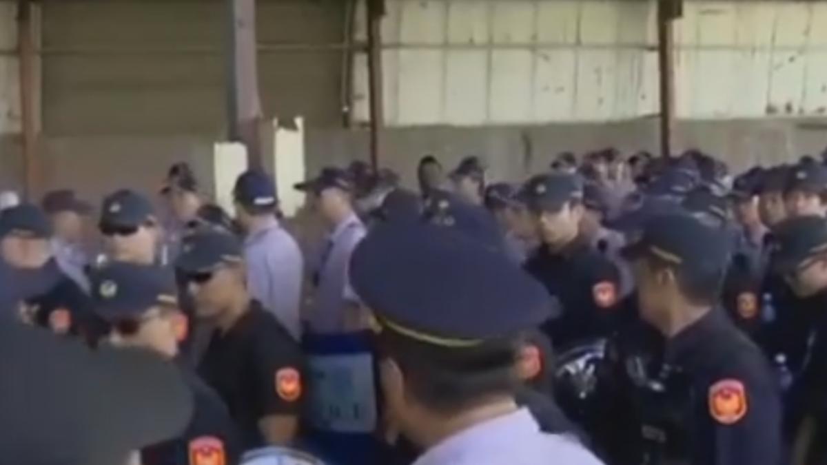 岡山鋼鐵廠強制點交 債務人率黑衣人抗爭爆衝突