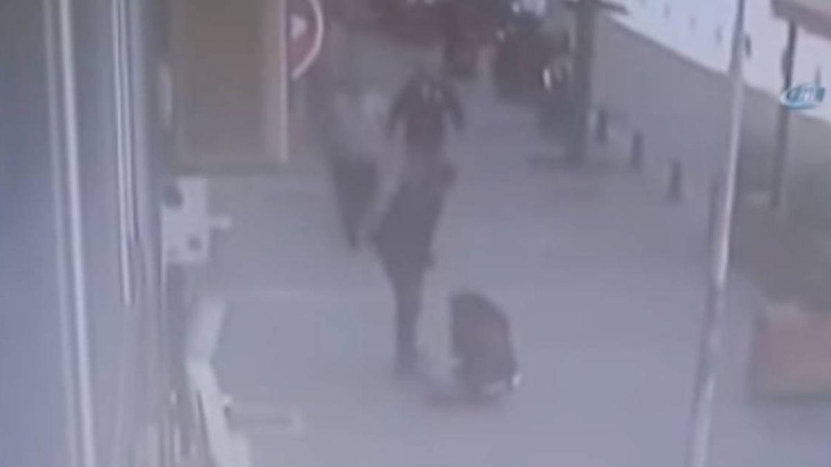 【影片】女子被家暴痛哭哀號!正義哥衝出…頭槌狠夫神救援