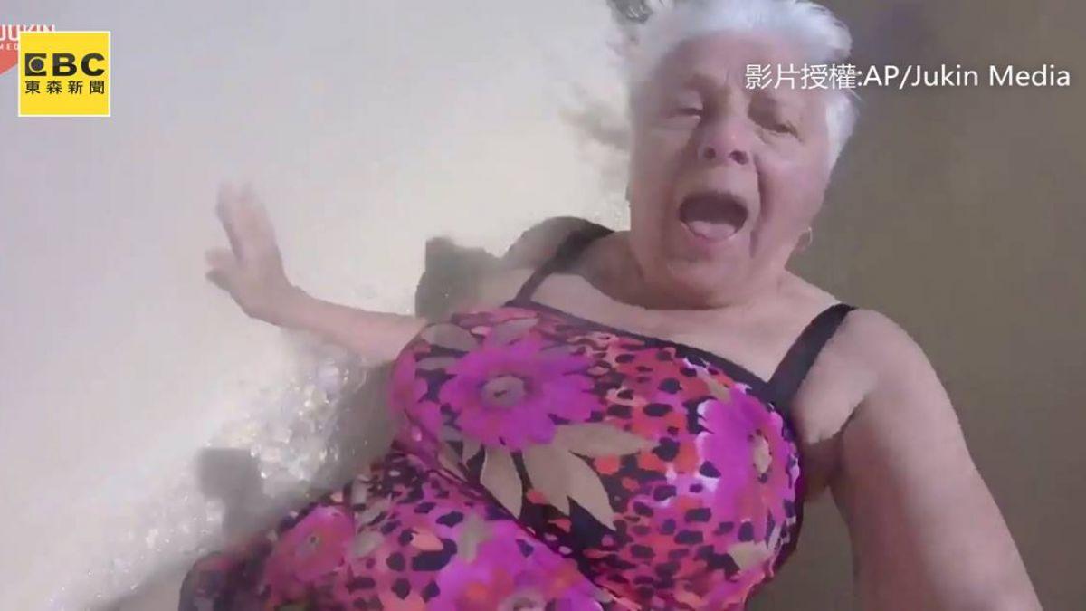 80歲不老嬤瘋玩滑水道!網友爆笑:那個笑容逐漸母湯