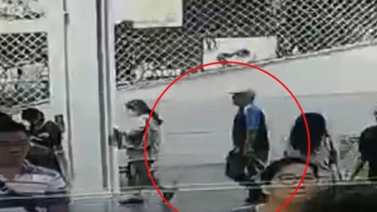 【獨家】好市多驚傳竊案!女子轉身挑餅乾…下一秒皮包遭竊損失2萬5