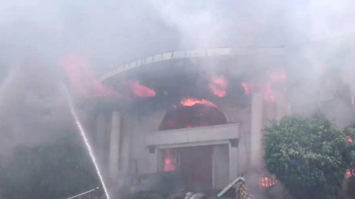 差2天殺青…澎湖餐廳大火整棟燒光 陸劇片場全毀損失逾500萬