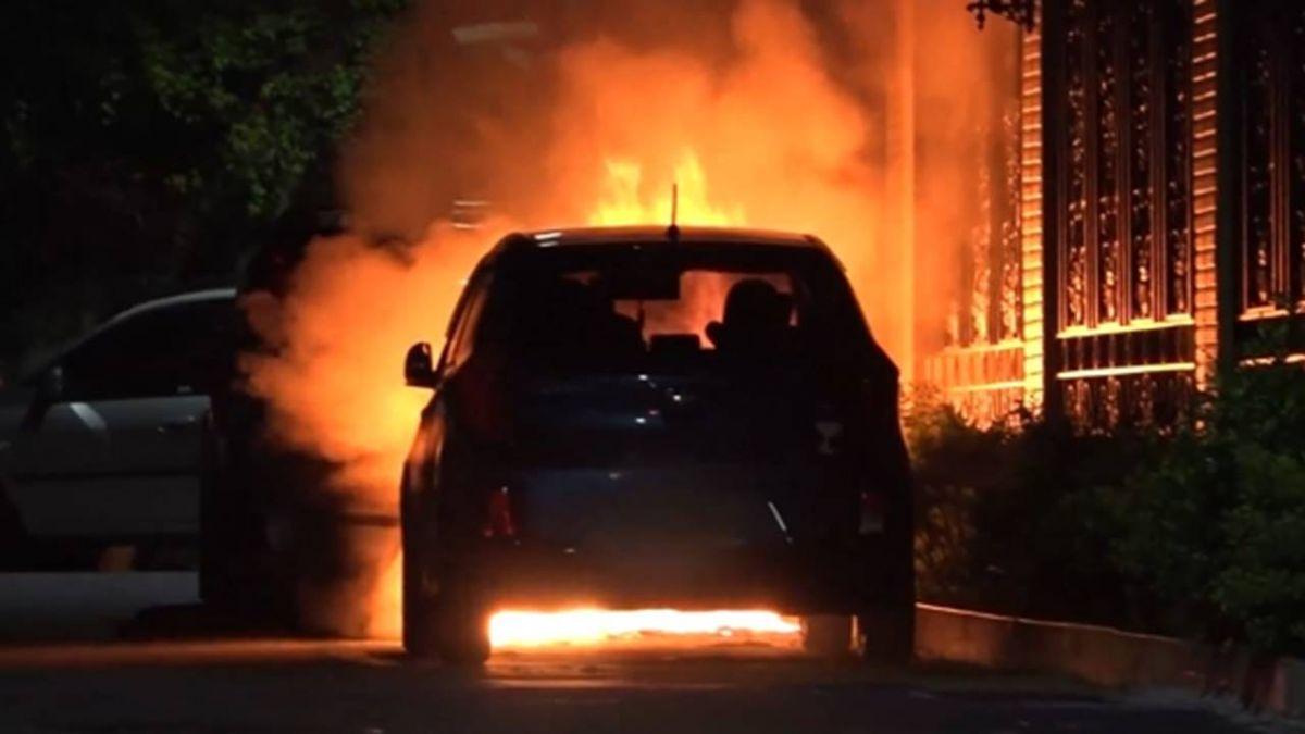派出所旁雙B名車起火驚爆 後車險被燒車主急移