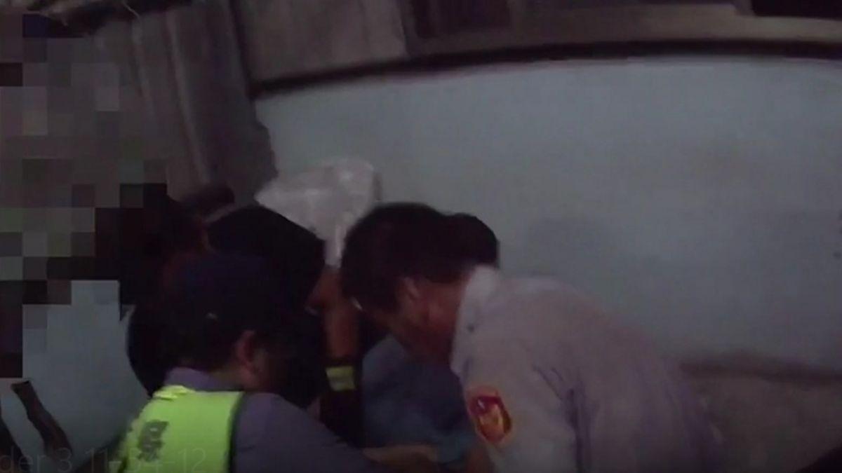 懷疑被戴綠帽!77歲翁砍妻20刀「遭斷指」 逃頂樓對峙過程全曝光
