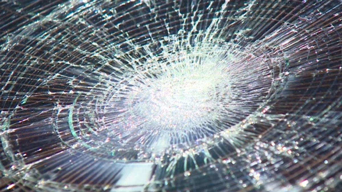 「我的車被開槍了」 警駁:安全帽攻擊!真相超傻眼