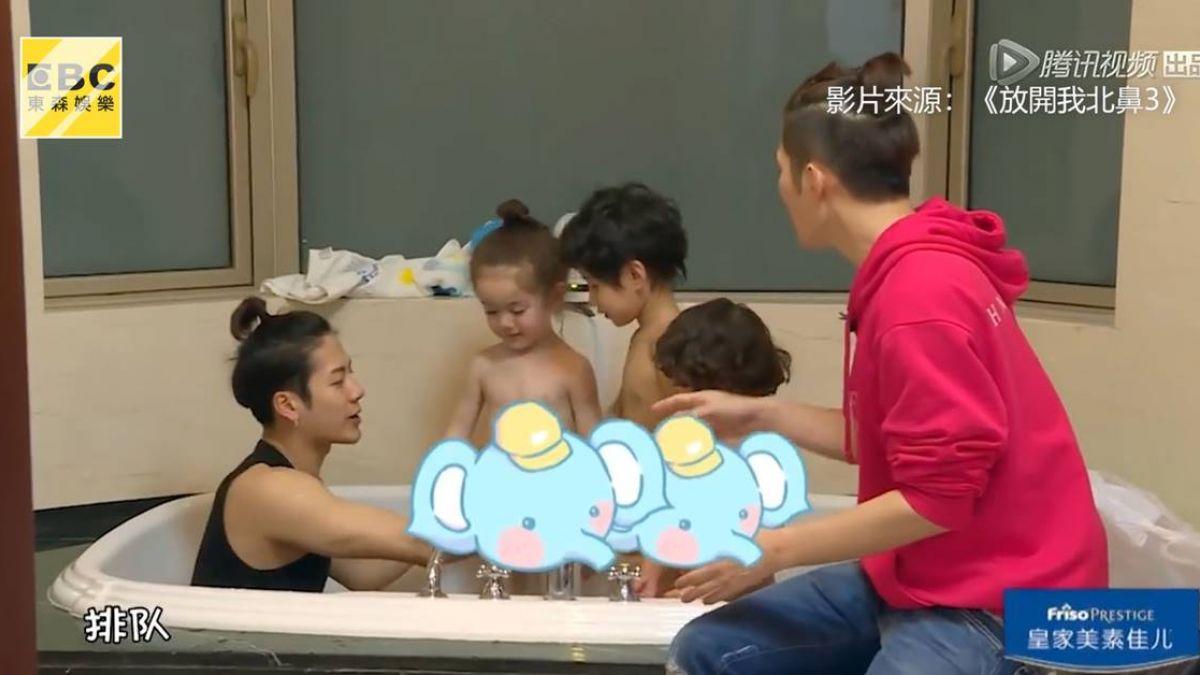 王嘉爾帶娃不顧偶包形象 濕身和萌娃開心洗泡泡浴