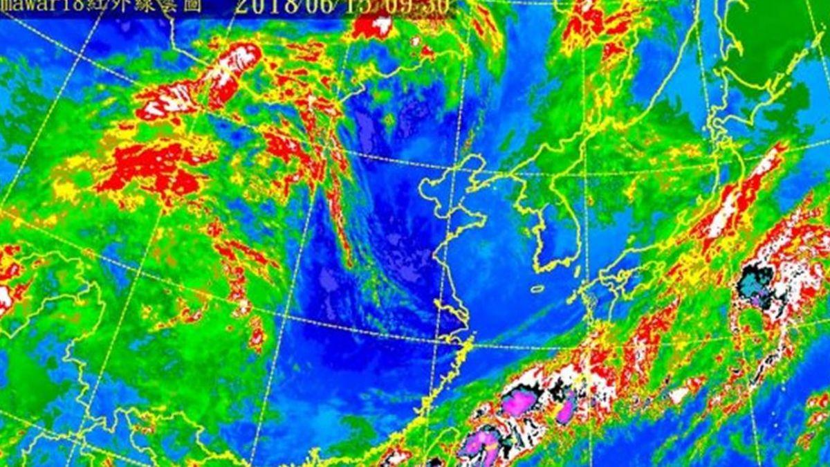 「穿心低壓」直撲南台灣!高屏淹水警戒 風大到像颱風