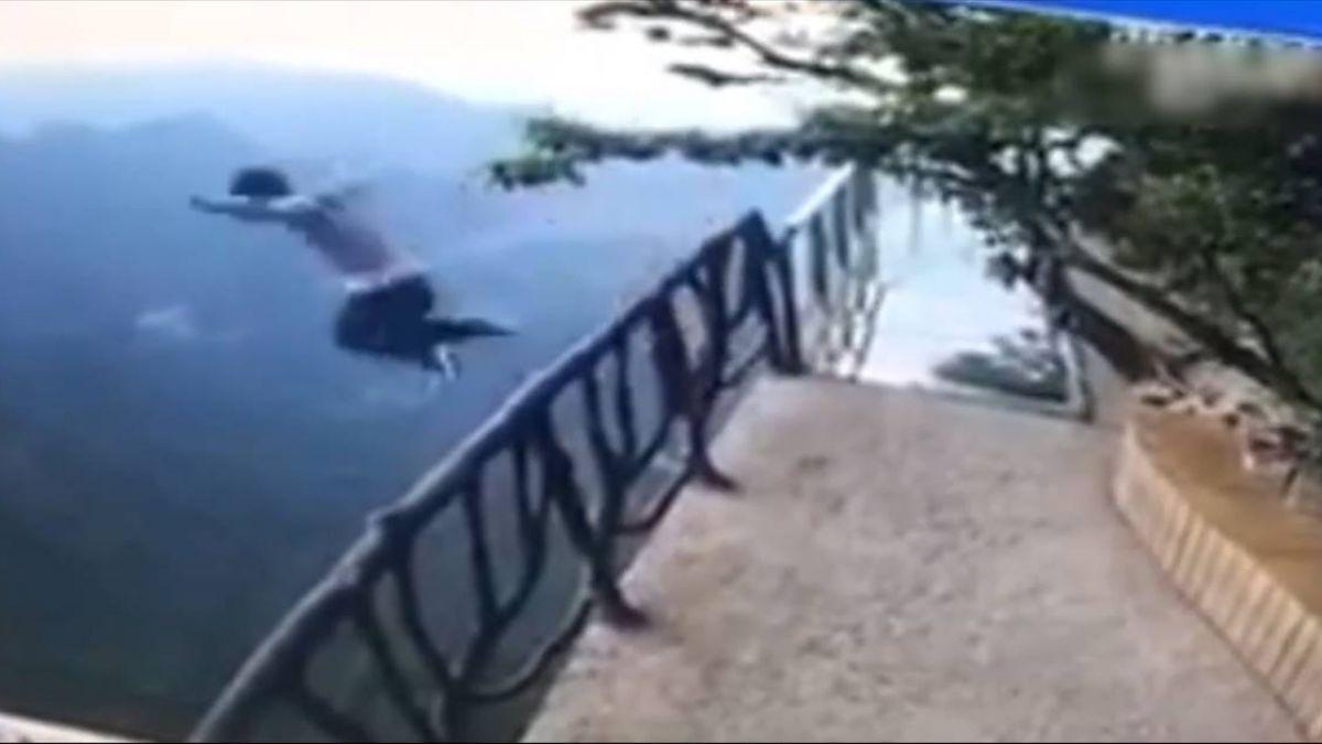疑高考成績不理想!男跳崖身亡 30秒交戰畫面曝光