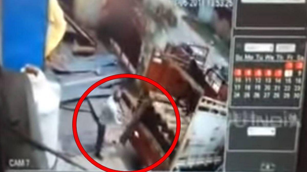 一個手滑…氧氣瓶重摔落地 工人當場被炸飛屍塊四散