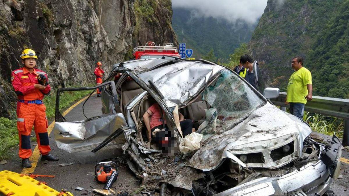 中橫傳意外!500公斤巨石砸爛車 6月女嬰頭部撕裂傷急送醫