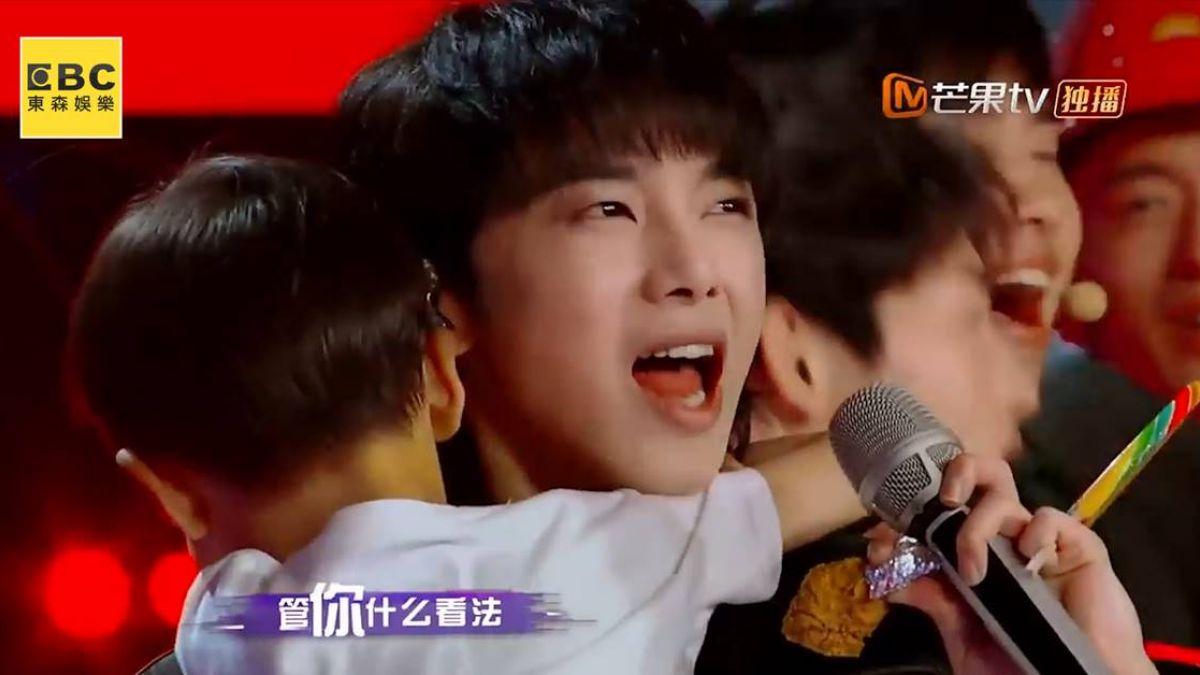 華晨宇擁綜合零食車樂開懷 粉絲的「花」式寵溺好有愛!