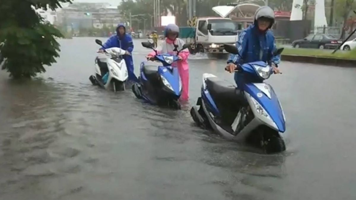 台南清晨大雨轟炸 地勢低窪路段一度淹水