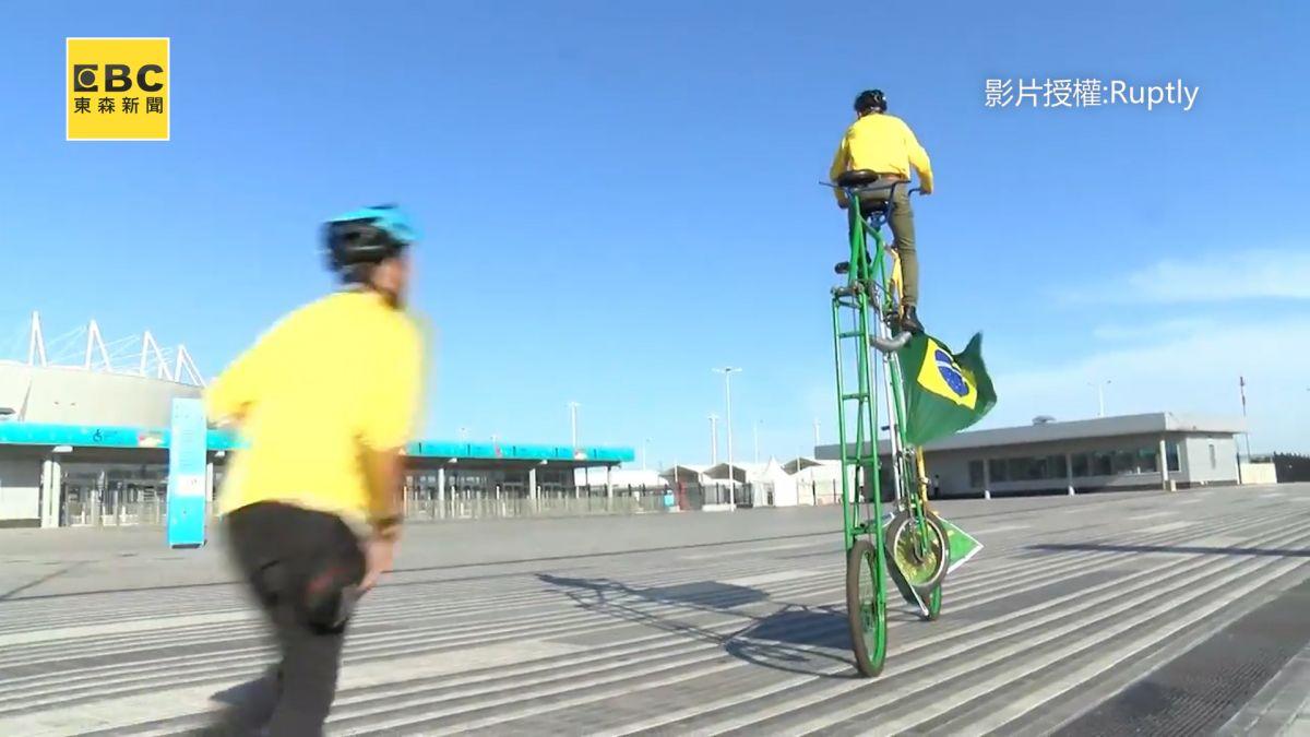 狂熱球迷自製3米自行車 跟隨世足盃騎遍五大洲!