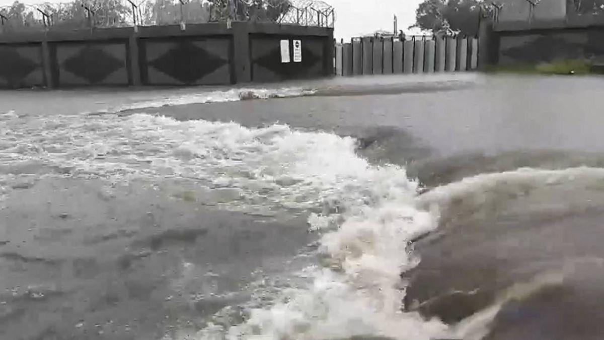 大雨襲台南喜憂參半!水庫增7千萬噸 路成河民眾心裡苦