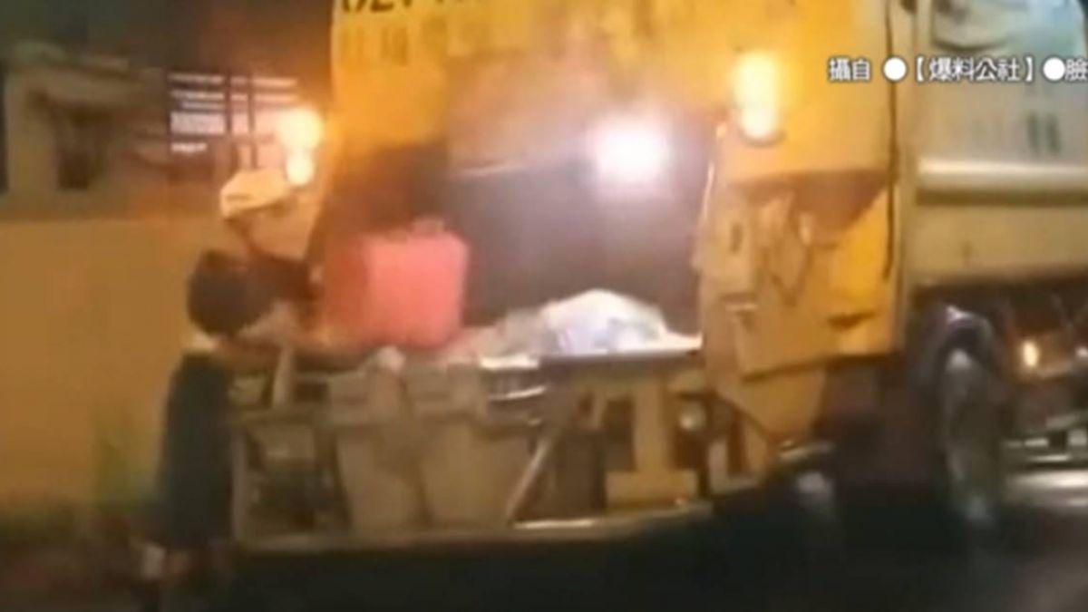 扯!居民辛苦分廚餘 清潔員偷倒入垃圾車