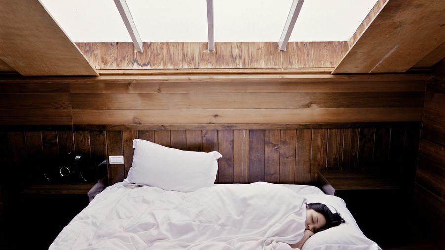 帶國中女友睡一夜…男挨告性侵判3年 「一張木床」逆轉案情