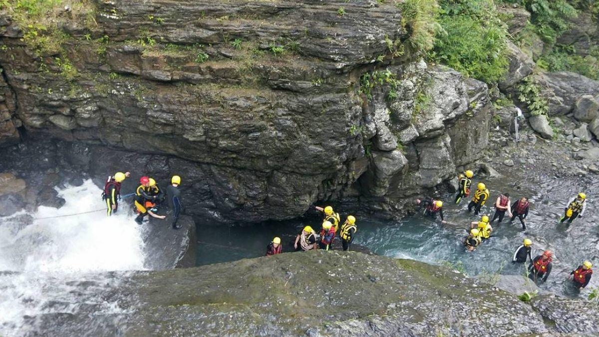 溯溪不慎跌落10米深瀑布!三峽中坑溪失蹤女遺體找到了