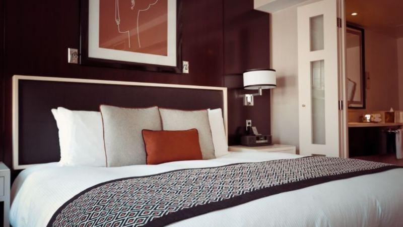 飯店床尾為何多一塊布?美國人這樣用 網文化衝擊:從沒想過