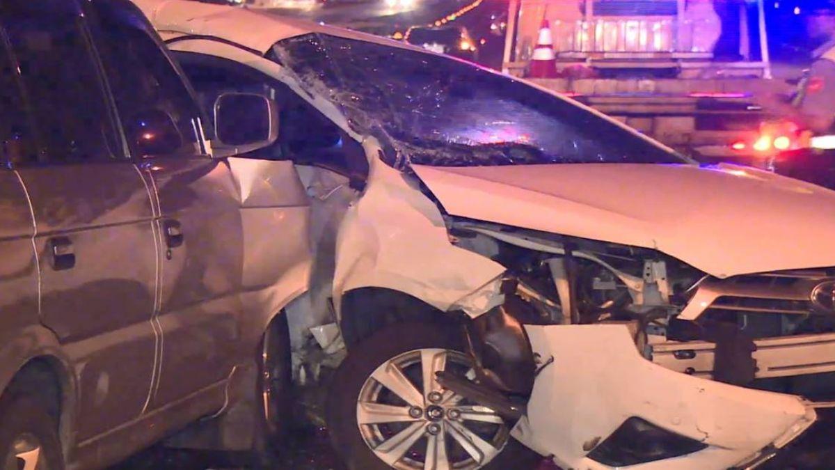 追撞前車又遭撞!國一汐止段4車連撞3人傷