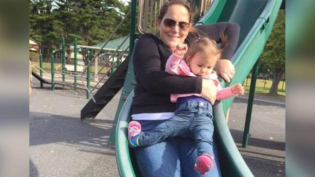 才學會走3天 媽媽抱著溜滑梯…1歲女兒腳踝反轉90度!她心碎