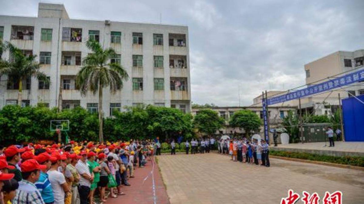 陸300中學生與民眾目睹兩毒販判死 師:這樣才會怕碰毒