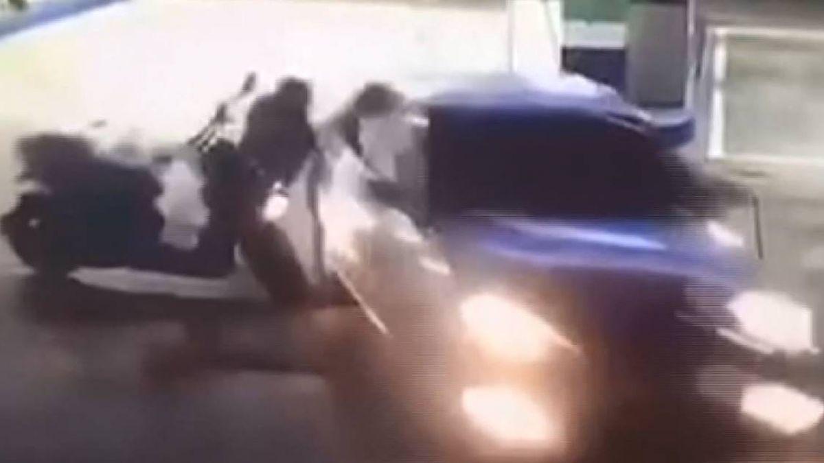 轎車加油變撞摩托車 離譜行徑原來是酒駕