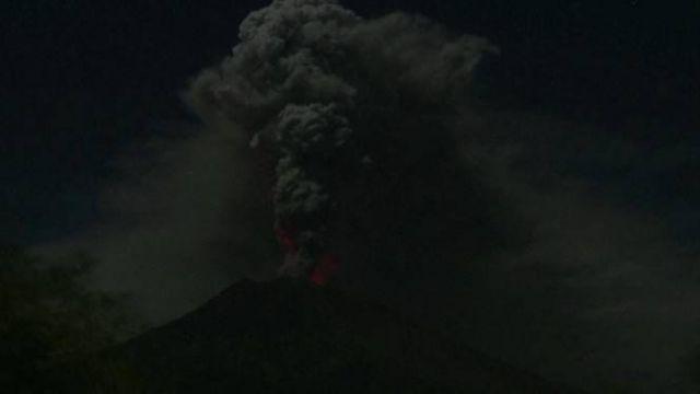 印尼阿貢火山噴發 峇里島關閉國際機場16小時