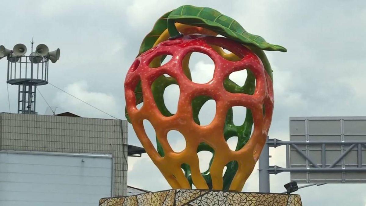 玉井芒果意象雕塑怪怪der…當地人吐槽:像草莓