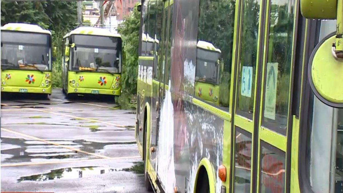 公車倒車沒注意!婦人慘被輾過 雙腿斷掉重傷