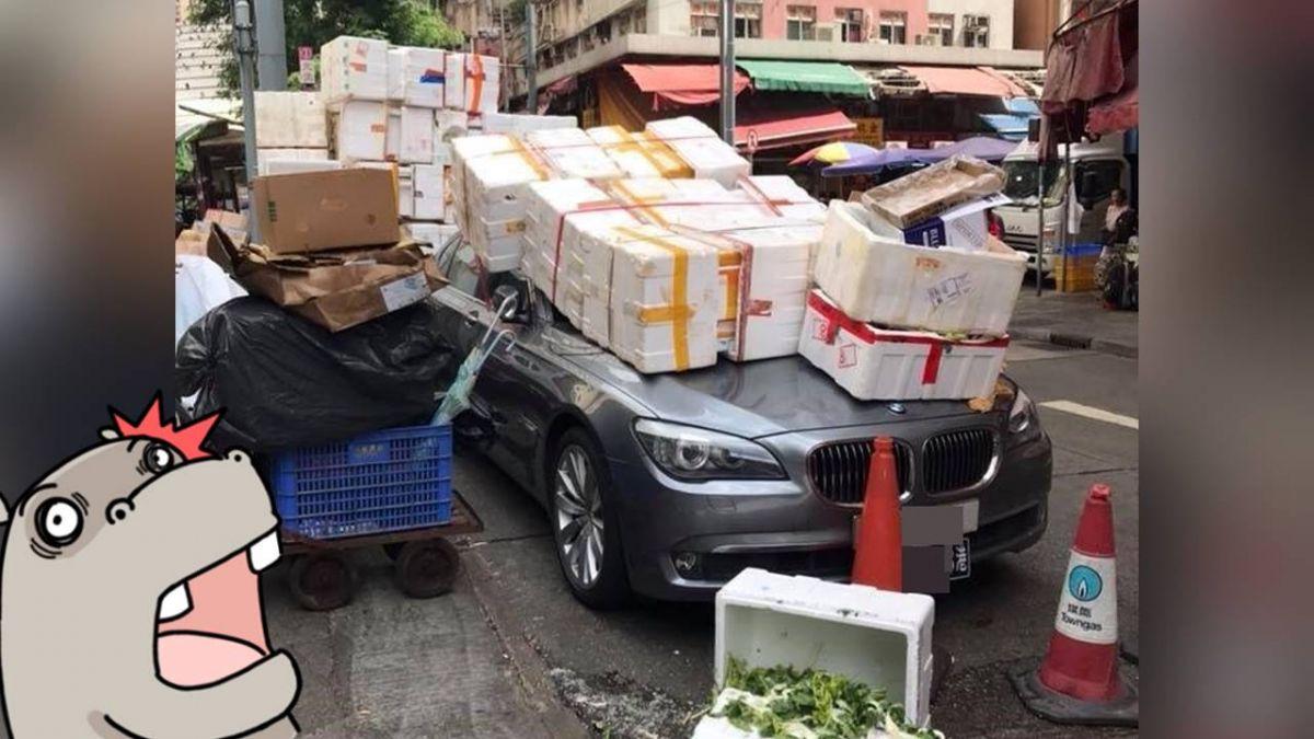 超療癒!BMW亂停菜市場 攤販氣炸「保麗龍箱牆」3側夾擊
