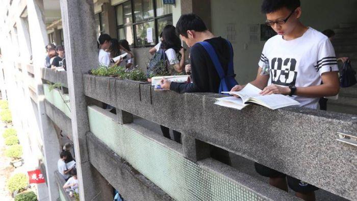 大學指考第2天考國英數 5萬名考生登場