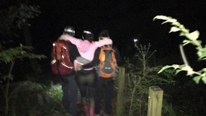 22人登山6人迷路受困 消防局救援