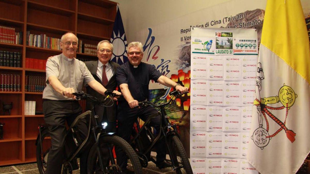 響應教宗環保呼籲 台灣捐贈電動腳踏車