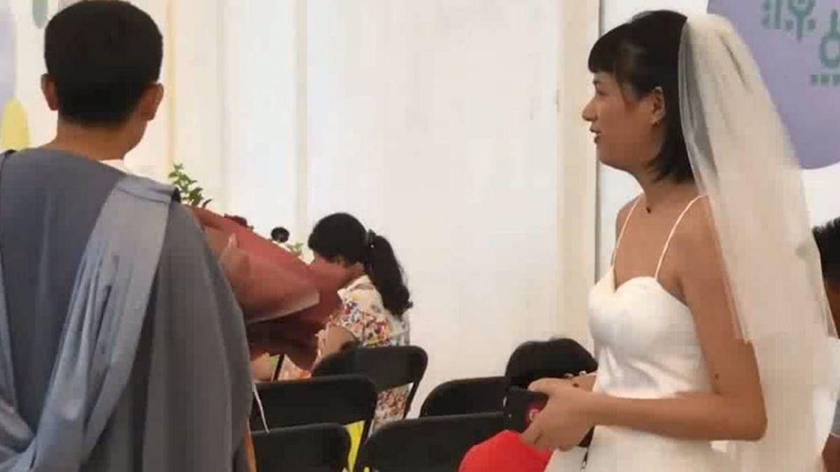 飛1278公里浙江到北京!她穿婚紗闖前男友畢典:就想看一眼