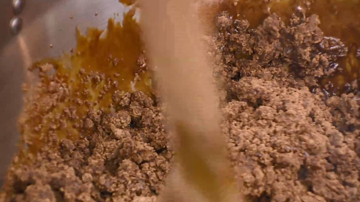 傳統古法甘蔗汁熬製 炒黑糖被稱「還原黑糖」