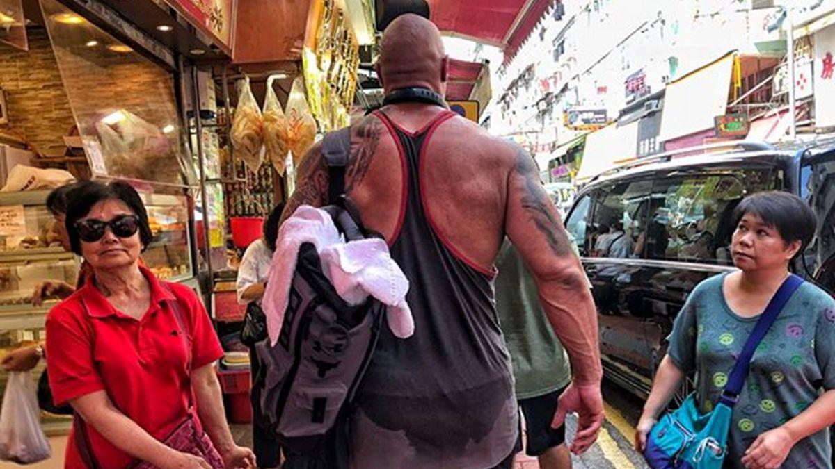 野生巨石強森 爆筋猛肌現身香港街頭!路人全看傻