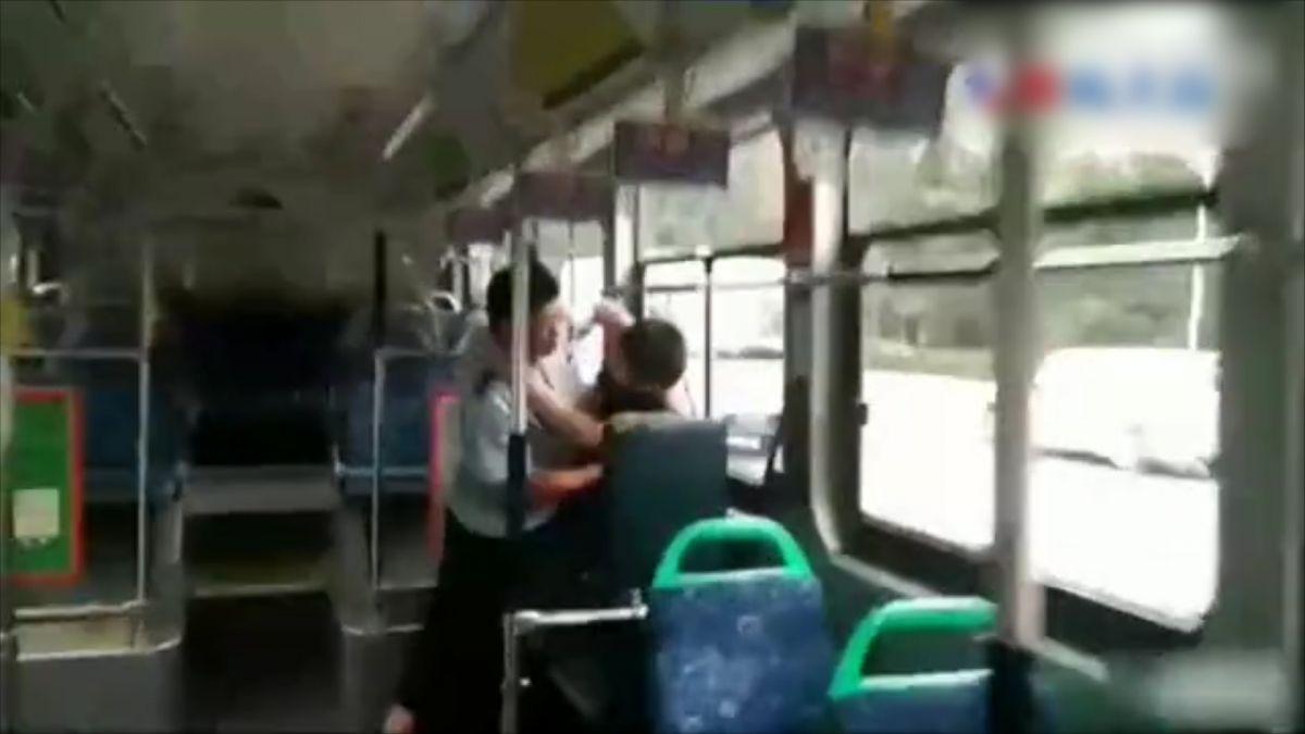 公車司機一招鎖喉制伏色狼 稱練武多年不敢使勁 「怕傷了他」