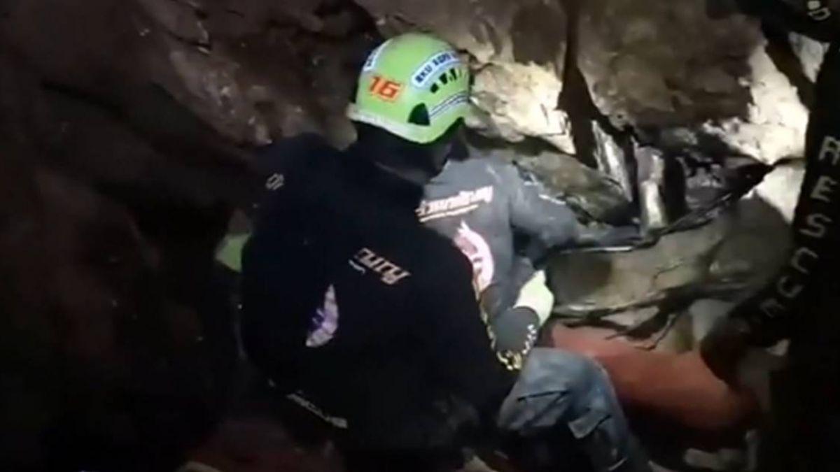 泰世紀救援 通道最窄38公分又積水…考驗救難小組與球員