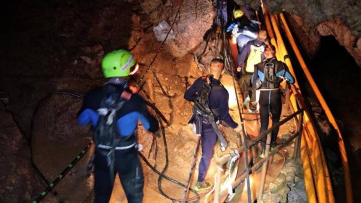 泰足球隊8人已脫困!通道最窄38公分 潛水員:一恍神就會喪命