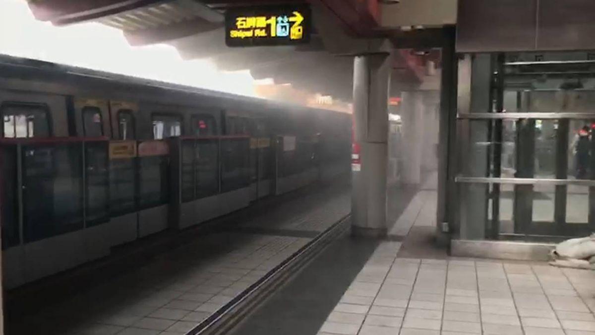 北捷石牌站驚傳爆炸聲!疑整流器故障 列車冒煙疏散乘客