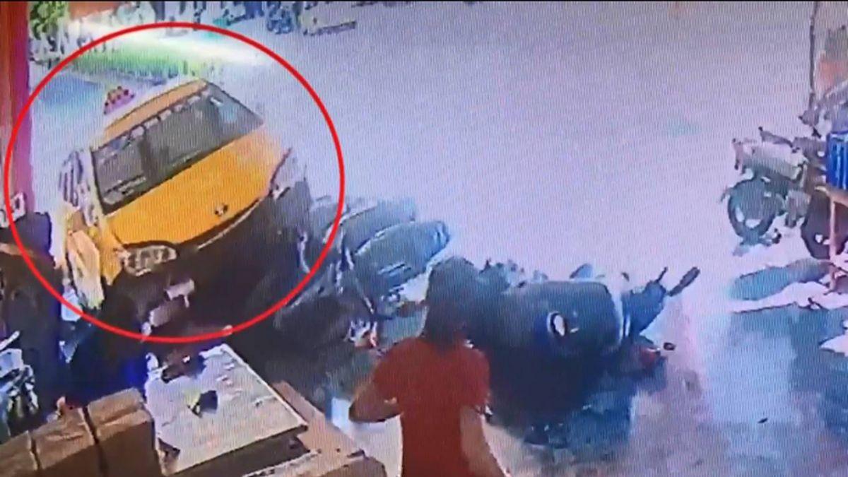計程車衝進廟撞4機車 男女險遭撞急閃嚇壞