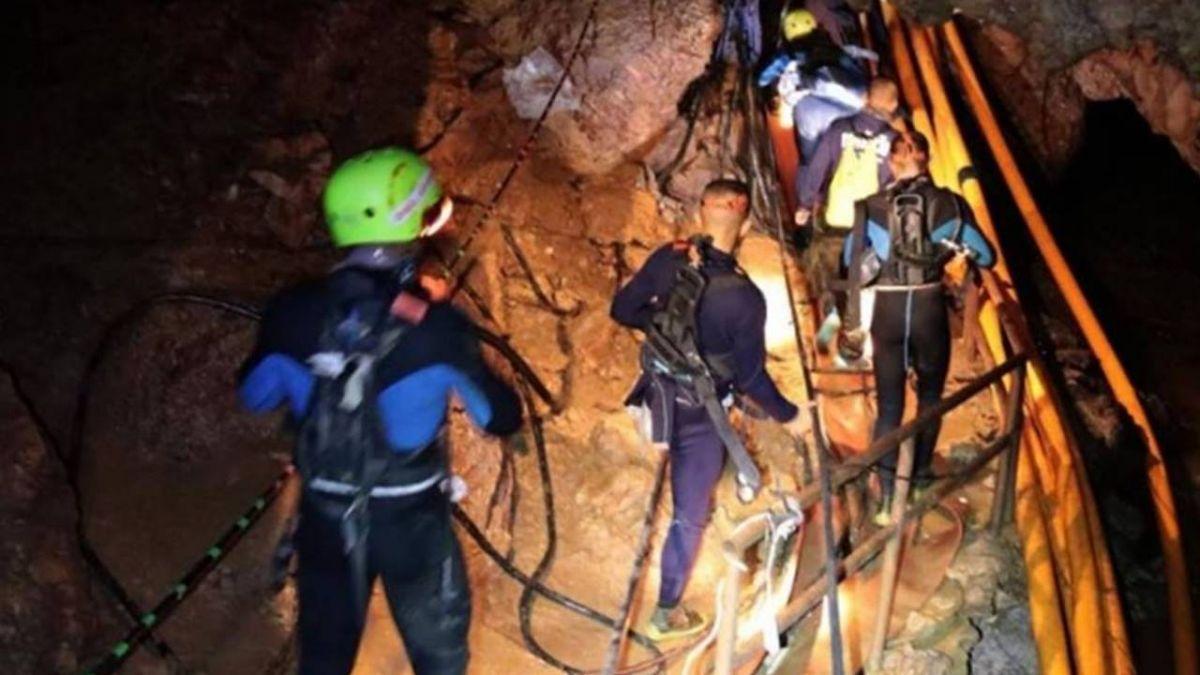 泰國洞穴少年悉數脫困 主宰全球社群媒體